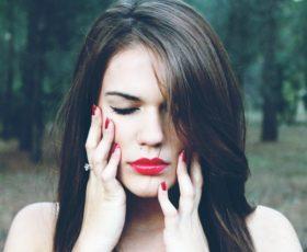 Die Weisheitszähne sind gerade entzündet und tun weh, kann ich sie nicht jetzt sofort entfernen lassen?